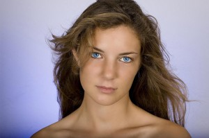 women with blue eyes img